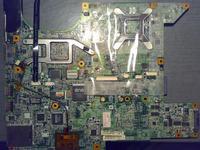HP Pavilion dv6000 brakuje kilku elementów na płycie.