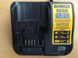 Naprawa ładowarki DeWalt DCB107, porównanie wersji EU i USA, przeróbka na 230V
