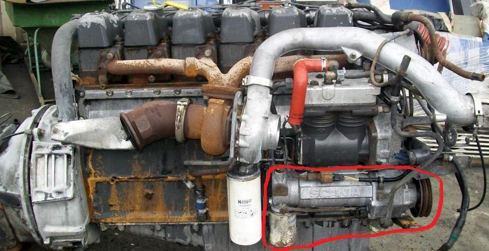 SCANIA 4,  1999r., moc 220 KM - z czym skr�cona jest pompa wody?