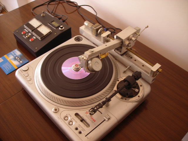 Stary gramofon z funkcj� nagrywania