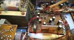 Wnętrze starego prostownika do akumulatorów firmy Eltron.