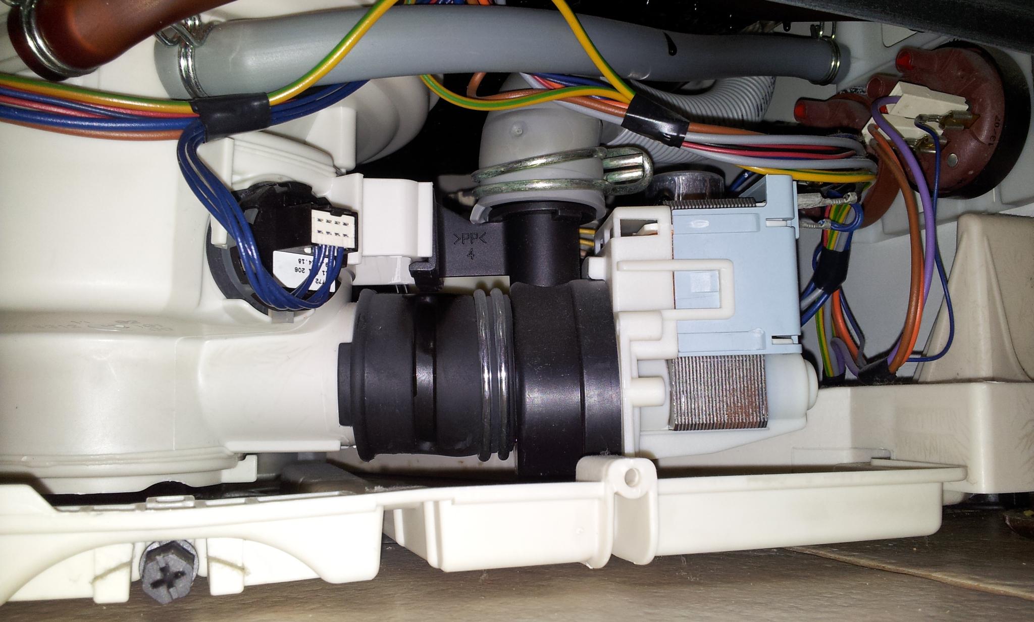 Electrolux Esf 4150 Cieknie Woda Przez Drzwi I Inne Elementy