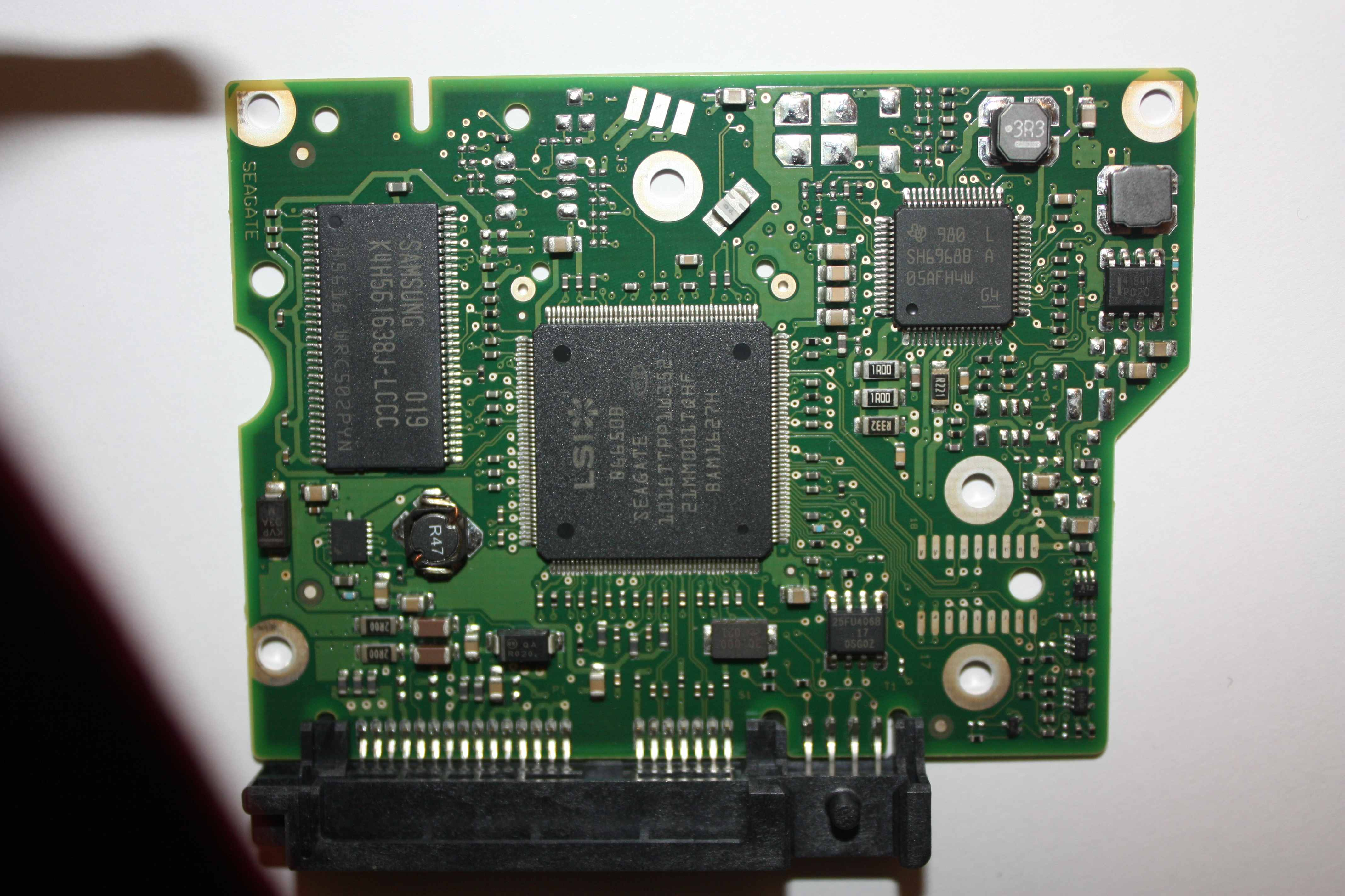 Barracuda ST2000DL001 kt�ry to �w transil na PCB?