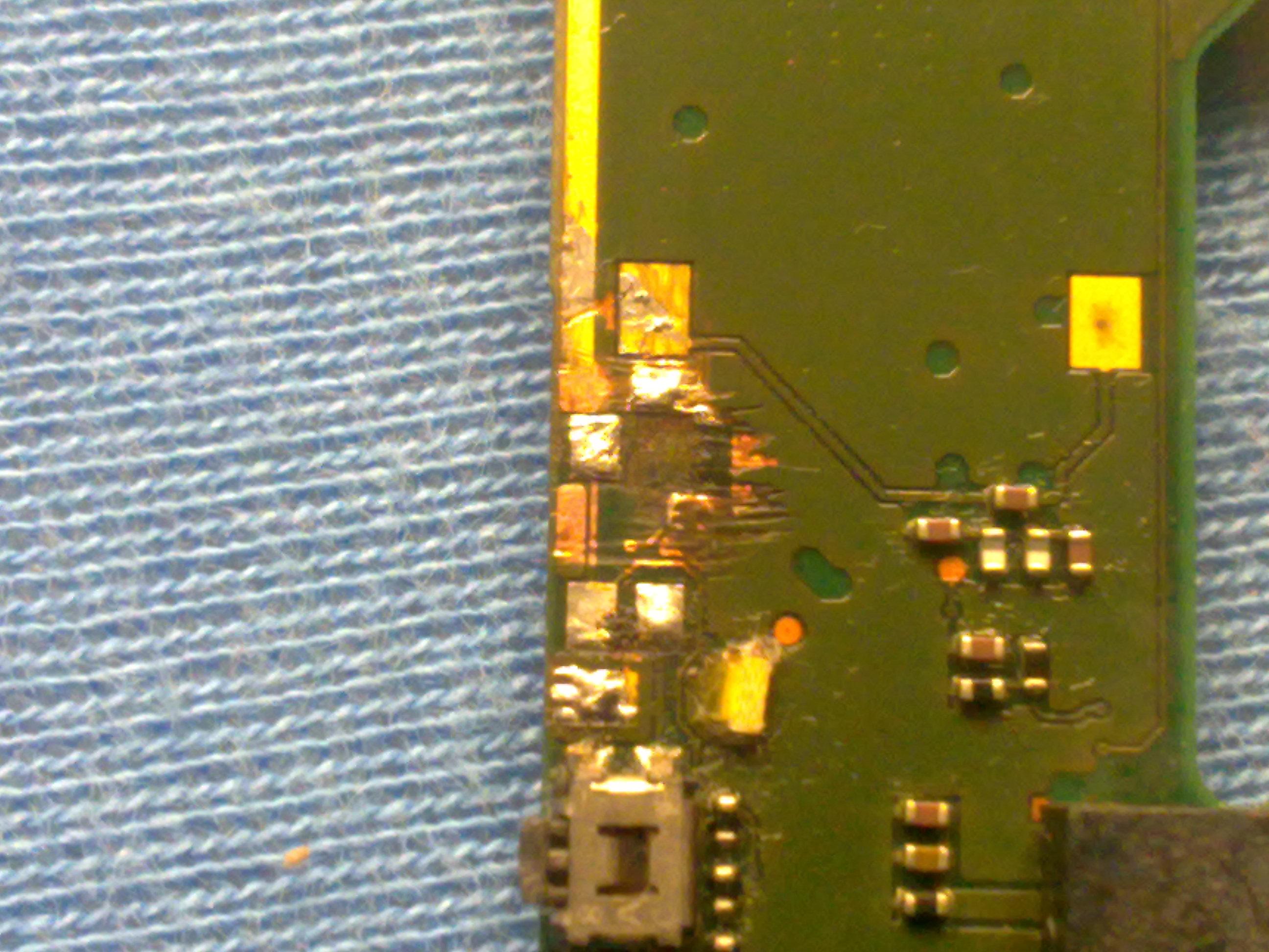 Nokia N73-1 - Wlutowanie przycisku podg�aszania