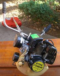 Stihl FS80 - Mocno dmucha do zbiornika paliwa