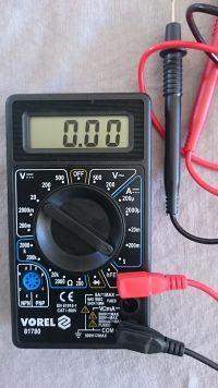Jak sprawdzić poziom naładowania akumulatora żelowego 12V ?