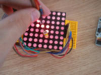 Pisanie �wiat�oczu�ym d�ugopisem na matrycy LED