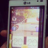 Uszkodzony ekran LG l9 - wystarczy sam wyswietlacz?