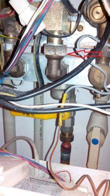 Zapach gazu wyczuwany pod kotłem dwufunkcyjnym Junkers ZW14-2DV KE