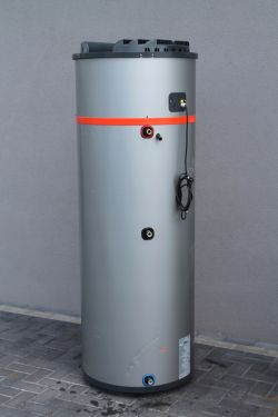 Podłogówka Bufor lub zasobnik + pompa ciepła + kominek z płaszczem