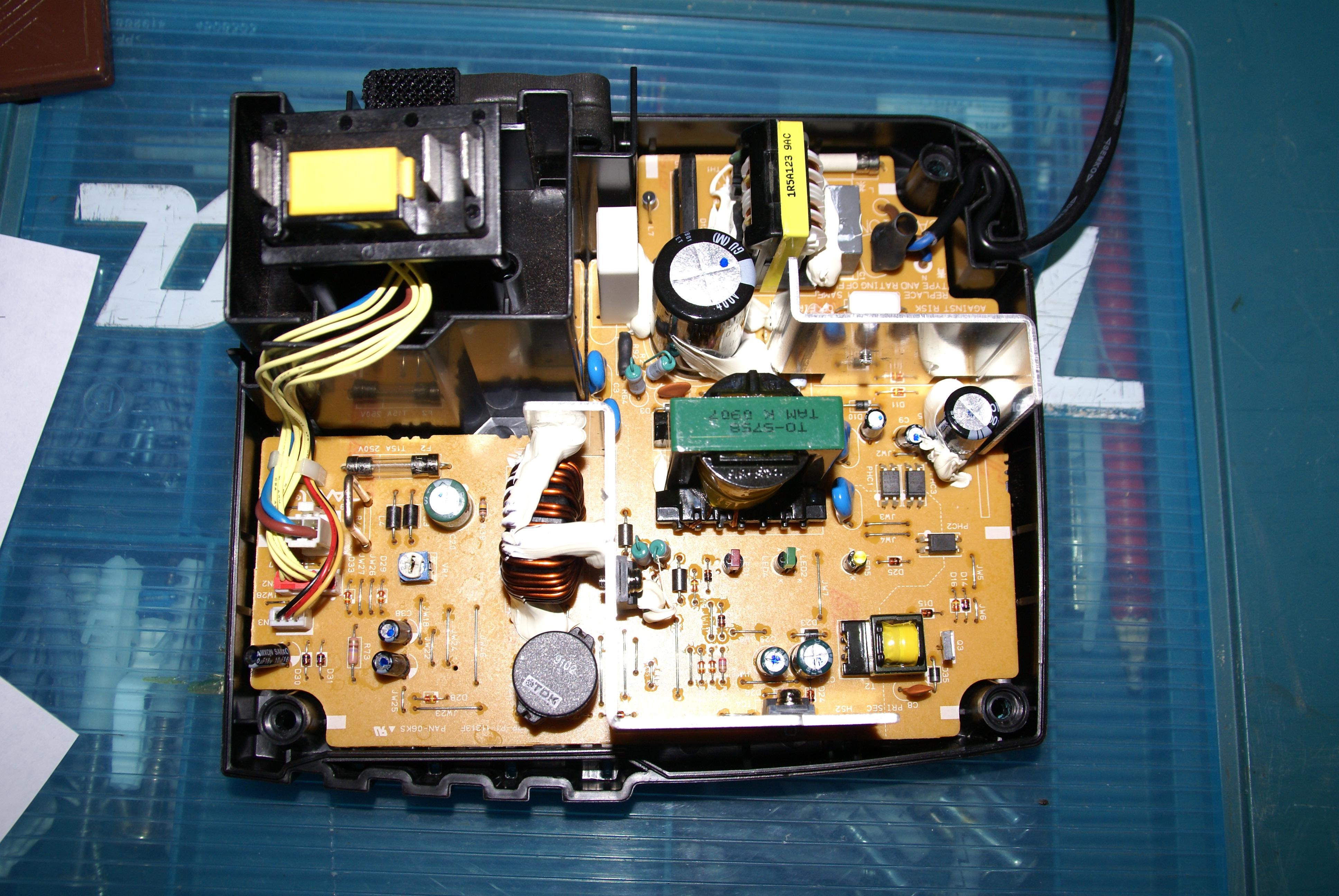 Зарядное устройство с защитой от переполюсовки батареи Зарядное от макиты схема