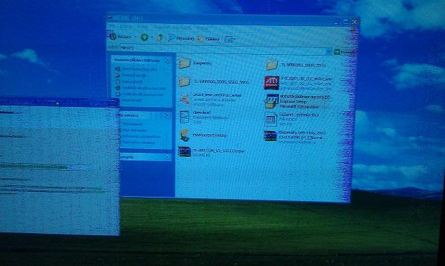 Kolorowe kropki,paski na ekranie PC