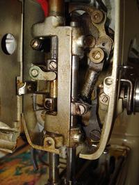 Maszyna do szycia Lada 132 - igła uderza w chwytak, regulacja