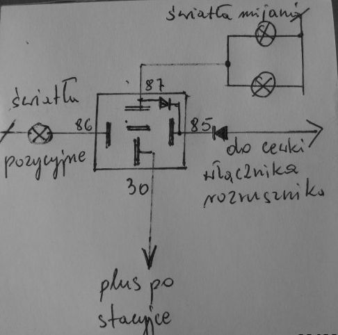 Układ automatycznego załączania świateł