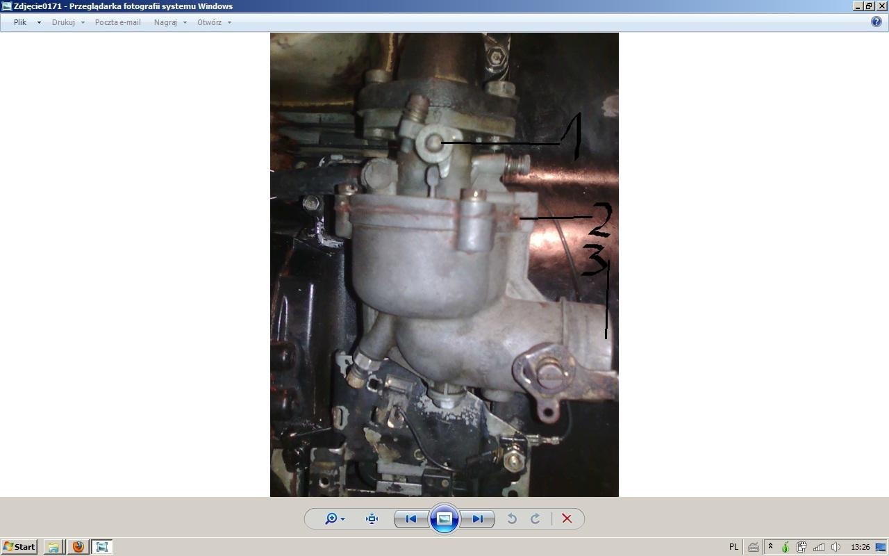Silnik Briggs Strattion 8 hp wyp�ywa paliwo z ga�nika.