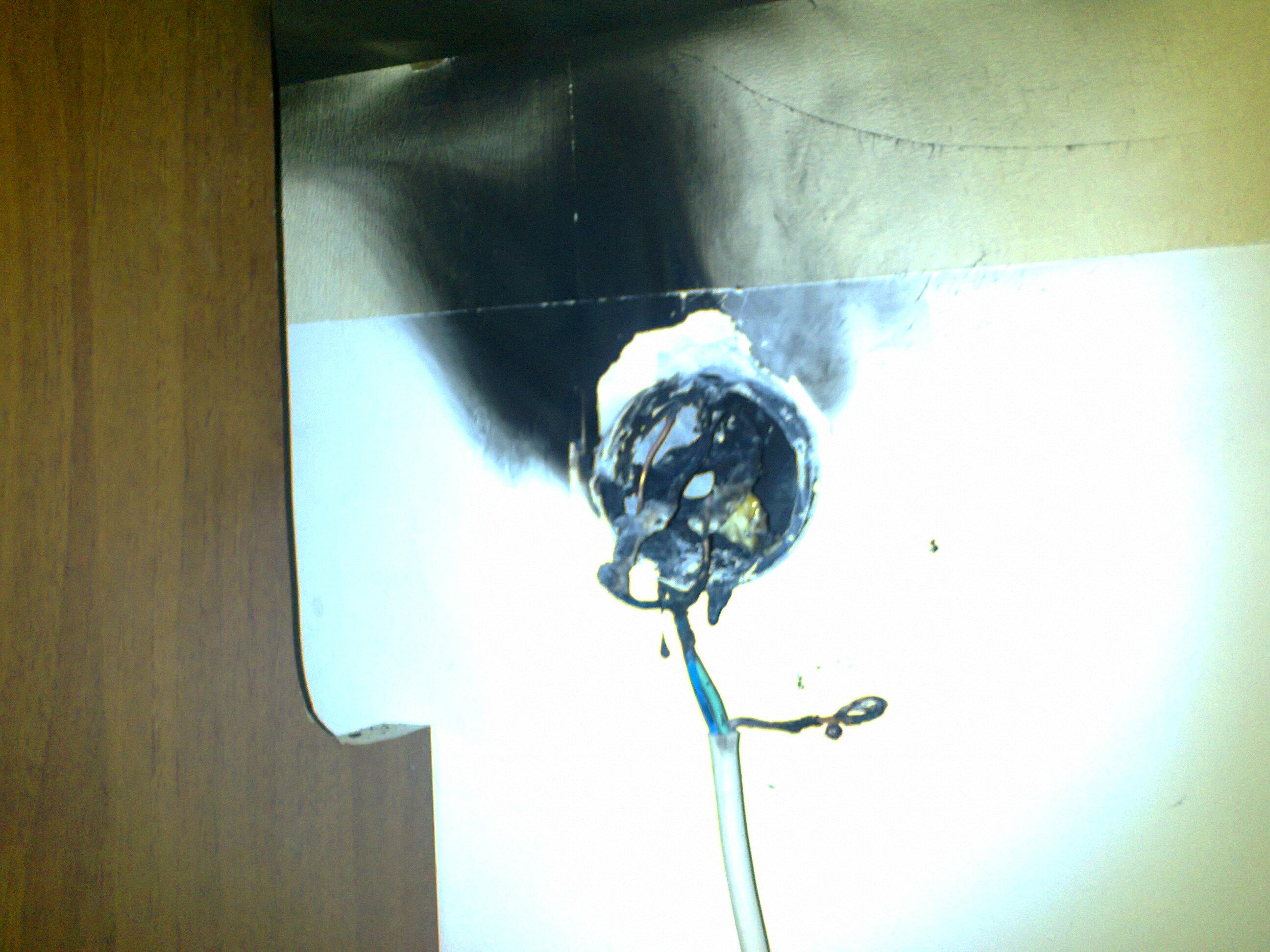 Instalacja pod kuchenk� gazowo elektryczn�.