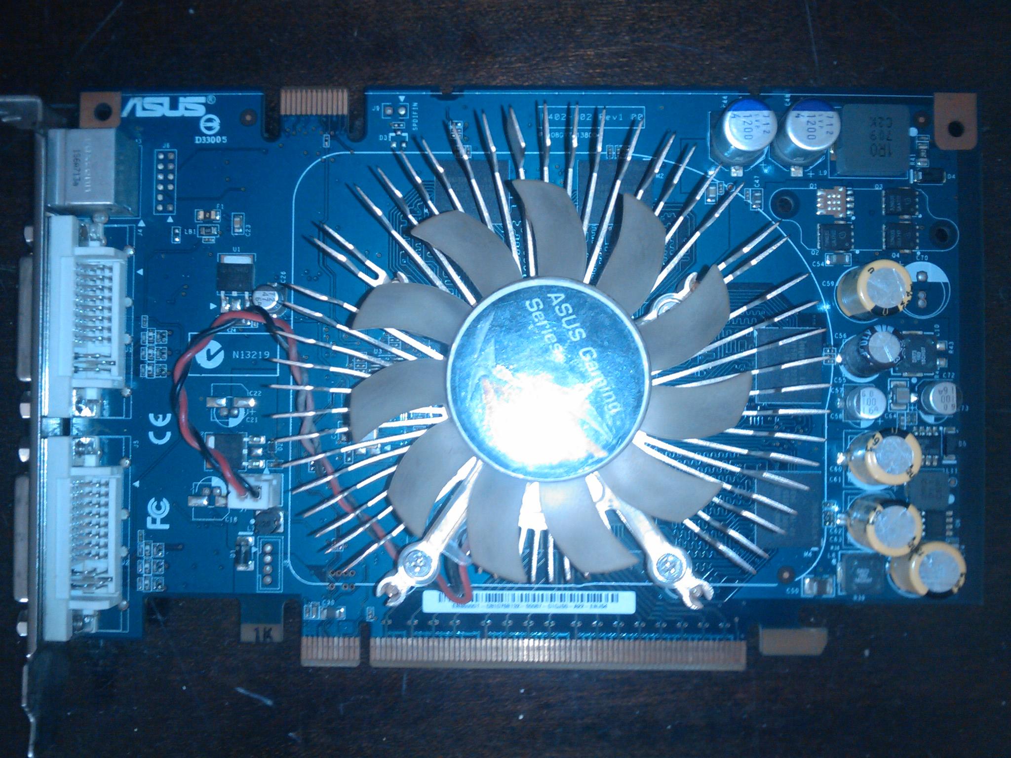 Asus 8600gt - Grafika piszczy po za�adowaniu sterownik�w