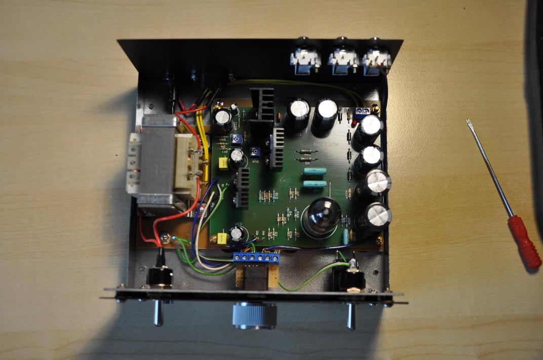 Wzmacniacz s�uchawkowy - hybryda z audiotonu