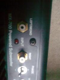 mx 700 powered subwoofer z czym i jak to podłączyć ?