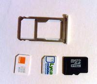 "Dwie karty SIM oraz karta microSD w slocie ""hybrid dual SIM"""