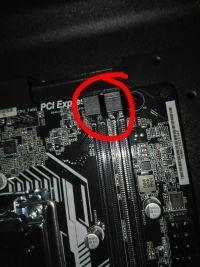 Sloty RAM - zabezpieczenie tylko z jednej strony?