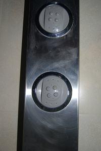 Polerowanie rys na aluminiowym panelu prysznicowym