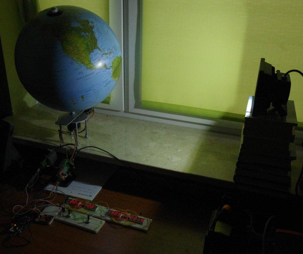 Planetarny wehiku� czasu - zegar z globusem (prototyp)
