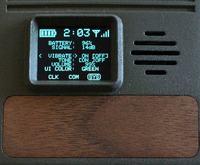 Telefon komórkowy w stylu retro sci-fi