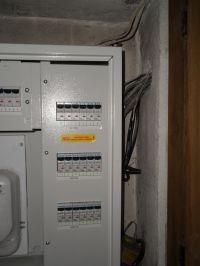 Redukcja zakłóceń EMI i RFI/uziemienie, instalacja elektryczna, ferryty itp.