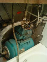 pompa do wody włącza się i wyłącza