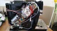 DeLonghi ECAM 22.366.B - Wybucha przewód wytwornicy pary, wyrzuca spieniacz