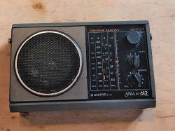 Wnętrze starego, polskiego odbiornika radiowego Ania R612 produkcji Unitry