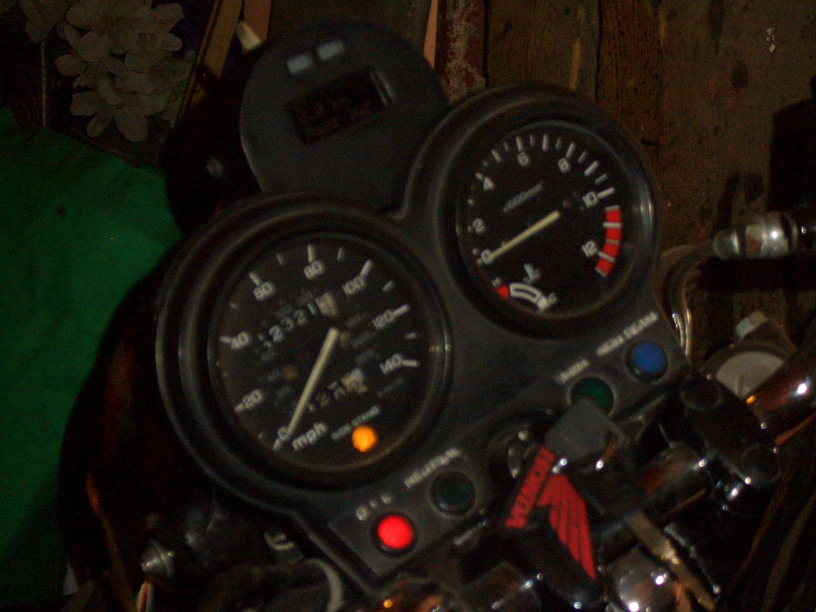 Wy�wietlacz bieg�w, zegarek, licznik przejechanych km do motocykla