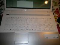 Mycie klawiatury laptopa po zalaniu