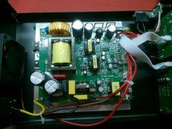 Zasilacz warsztatowy Wanptek KPS305DF w środku