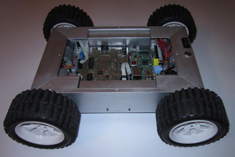 Czterokołowy robot mobilny z Raspberry Pi