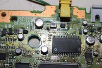 PS One, czarny ekran i zwiecha po zamkięciu klapki napędu z płytą w środku.