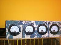 """Zegar """"retro"""" na woltomierzach analogowych by Frog_Qmak"""