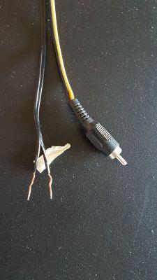 Podłączenie głośników od miniwieży (dwa kable - główne i suuround) do wzmaka.