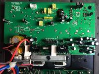 Aktywny cyfrowy subwoofer nie działa prawidłowo i 'strzela dźwiękami'