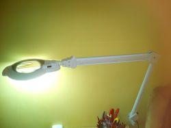 Warsztatowa lampa z lupą - prezentacja