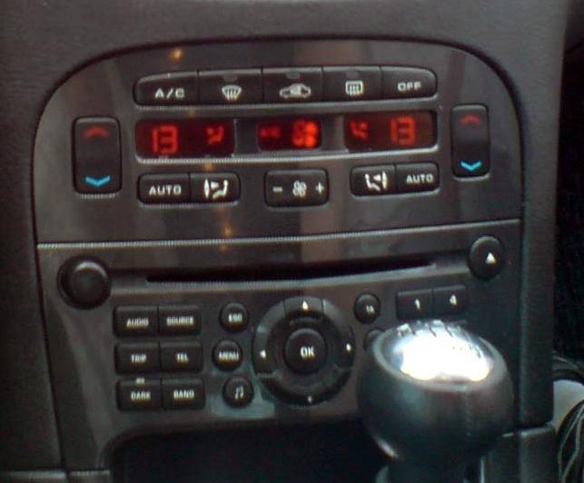 poszukuje: schemat elektryczny radio RD4 Peugeot 607