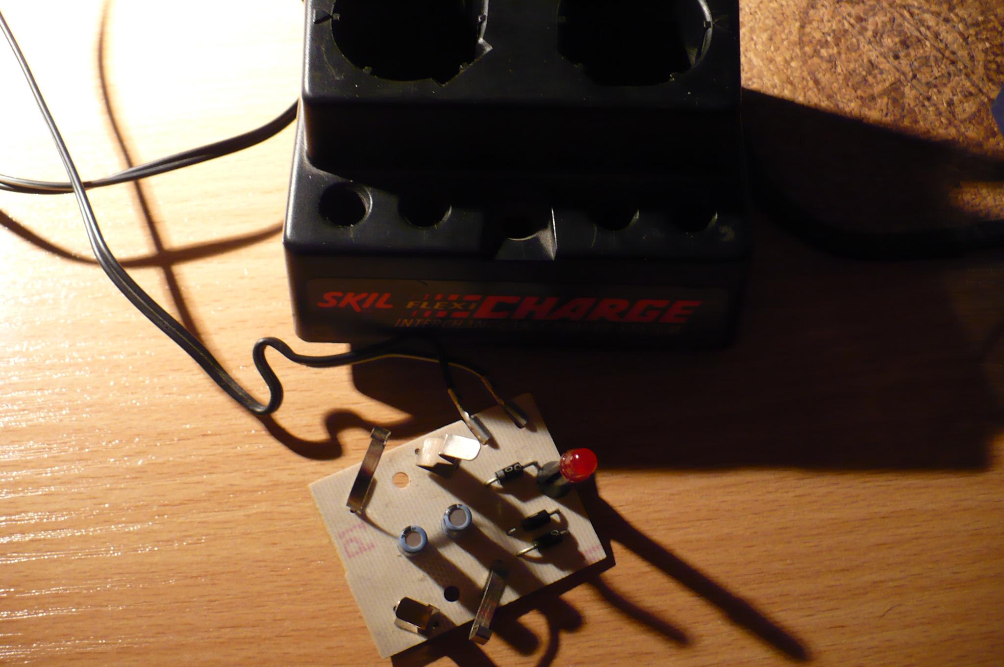 Spalony transormator �adowarki wkr�tarka aku. skil 2136u1 model f0152136a1