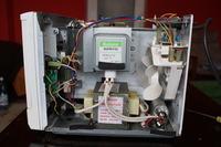 Mikrofal�wka Sharp model R-240 - Zepsuty wy��cznik otwierania drzwi