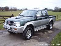 L200 z rocznika 2000-2005 i fotelik samochodowy