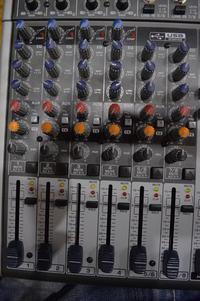 """[Sprzedam] Mikser i mikrofony wraz ze stacje plus głosniki stx 6,5""""."""