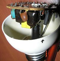 Drugie życie elektroniki żarówki energooszczędnej (świetlówki kompaktowej)