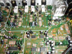 Wzmacniacz AMP-5100 Auna. Nic nie słychać, lekkie buczenie w głośnikach.