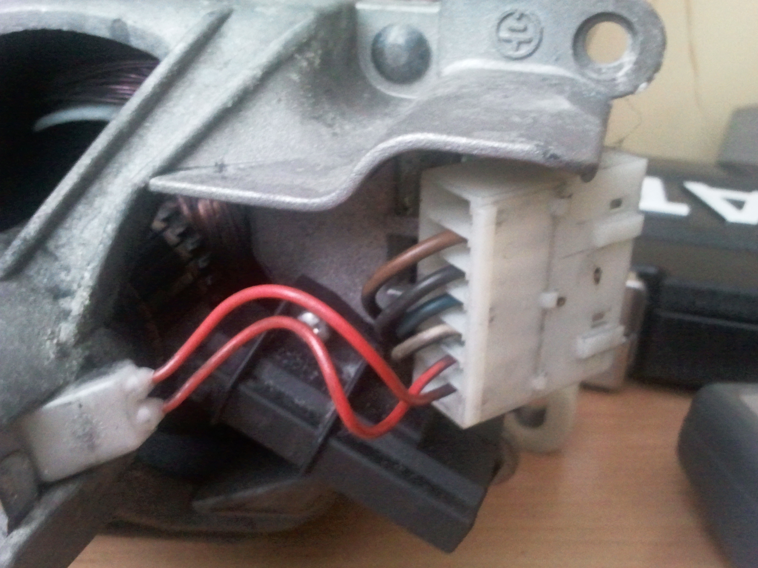 Silnik do pralki Whirlpool AWT2084 - jak sprawdzi�