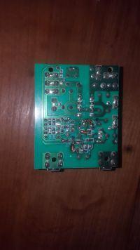 Tascam VL-8 Monitor Studyjny (głośnik ze wzmacniaczem aktywnym) pali bezpiecznik